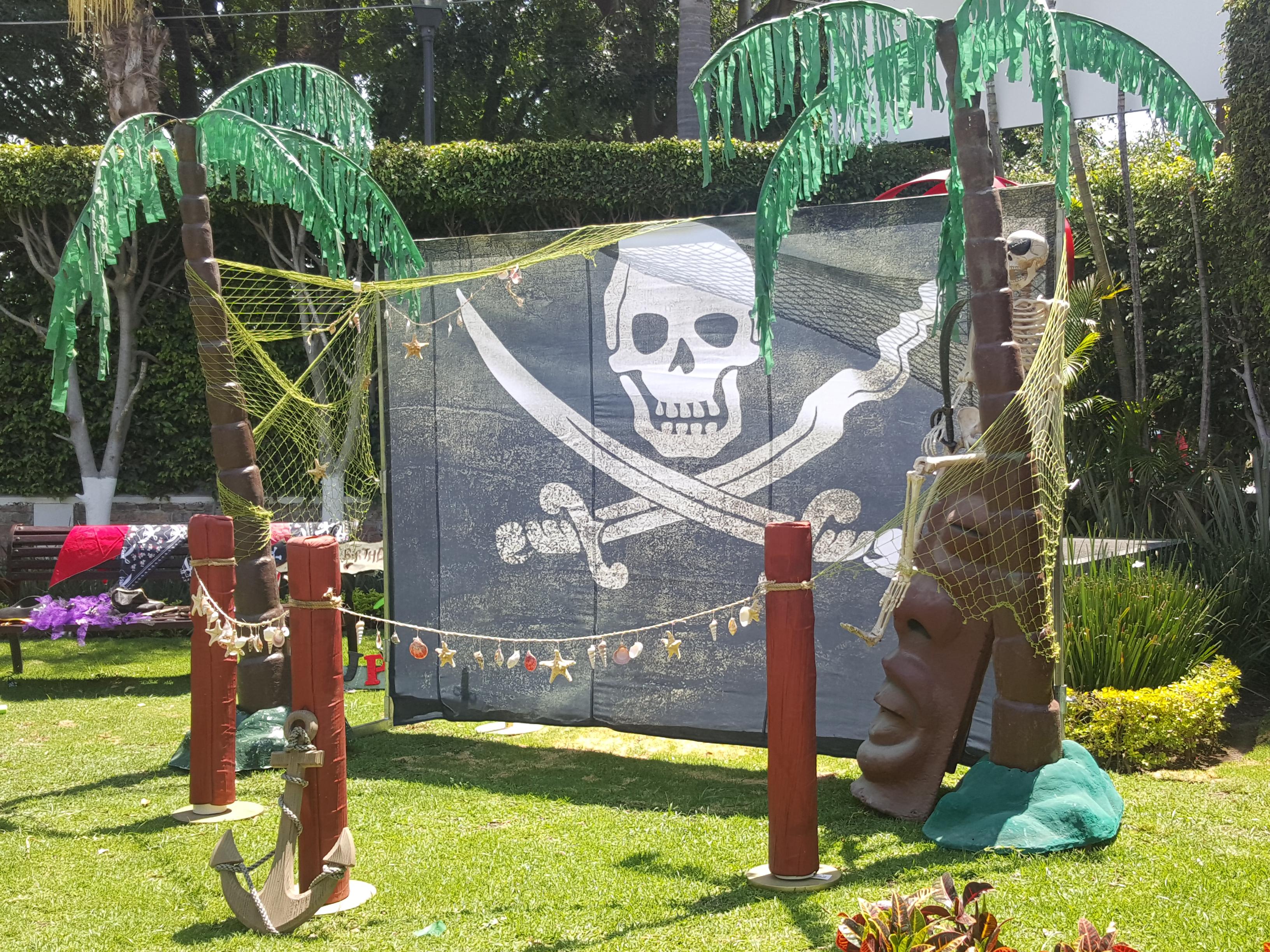 Decoración pirata - Casafiestas - Luz y sonido en